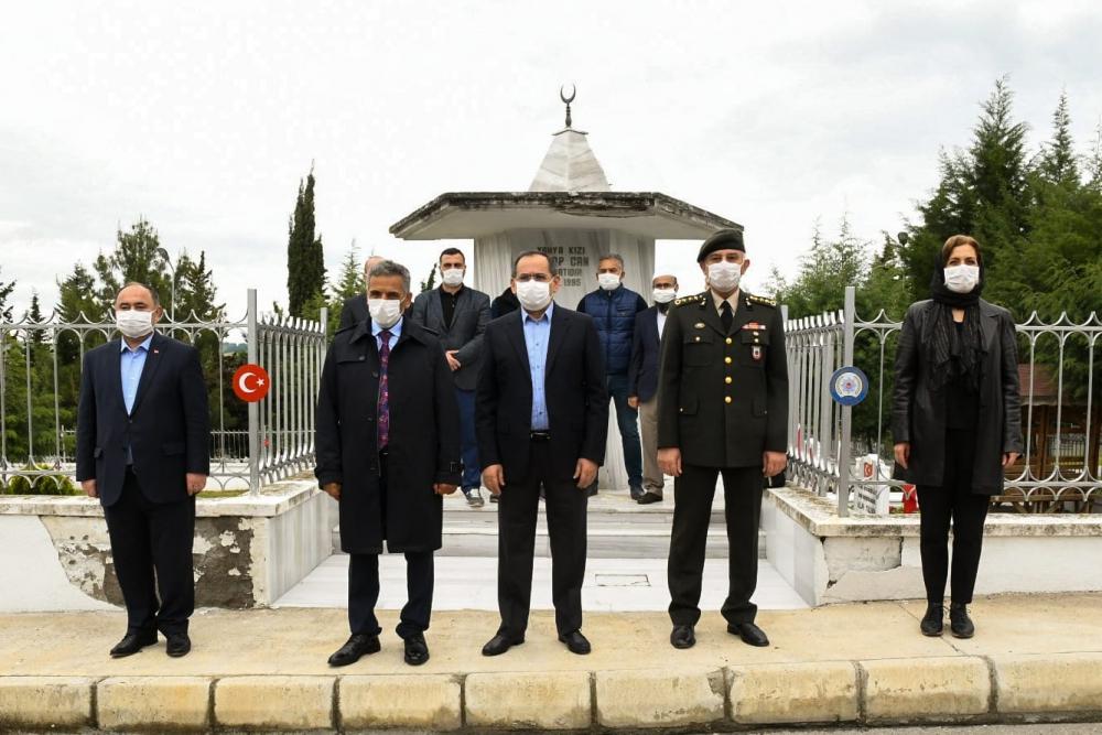 Başkan Demir, şehitlikleri ziyaret